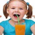 Pediatras dizem não ao suco de frutas no primeiro ano da criança!